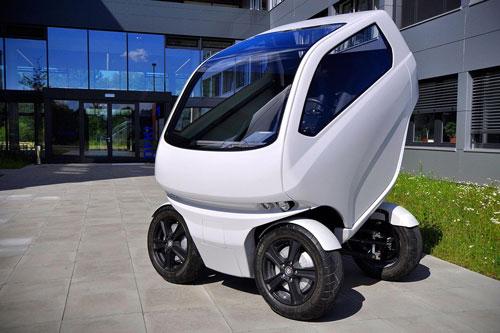 اتومبیلی که کوچک میشود تا جا شود