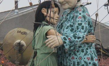 عروسکهای عظیم ماریونت دور شهر را گشت زدند