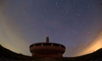 عکاسی از رد ستارهها در آسمان بلغارستان
