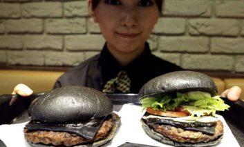 بفرمایید یک لقمه همبرگر سیاه!