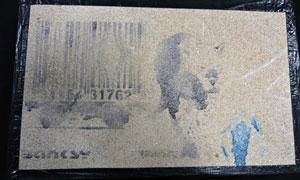 نمایش اثر هنری «Banksy» پس از چهار سال قایم کردن در پتو زیر تخت