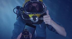 آنباکس اکسپریا زد ۳ سونی در زیر آب!