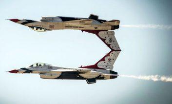 رقص هواپیماها در دل آسمان