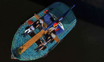 قایق با بطری پلاستیکی