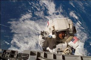 انتشار کتاب عکسهای خیره کننده فضایی توسط یک فضانورد
