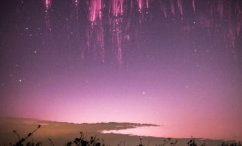 انفجار قرمز در آسمان