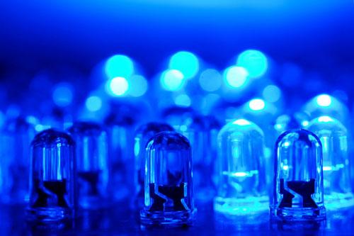 اهدا جایزه نوبل فیزیک ۲۰۱۴ به مخترعان لامپ LED آبی رنگ