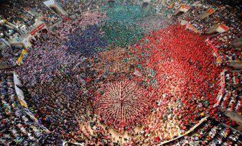عکسهای دیدنی از مسابقه هیجانانگیز برج انسانی