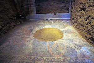 کشف موزاییک غولپیکر در آرامگاه اسرارآمیز آمفیپولیس