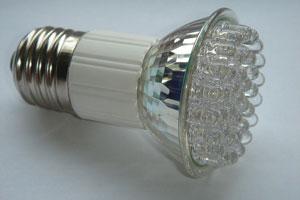 لامپهای LED حشرات پرنده را بیشتر جذب میکنند تا لامپهای معمولی