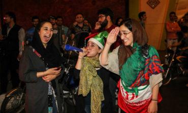 شادی تهرانی ها پس از دیدار فوتبال ایران و نیجریه ( عکس )