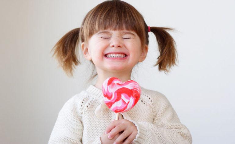 آیا مصرف خوراکیهای شیرین باعث بیشفعالی کودکان میشود؟