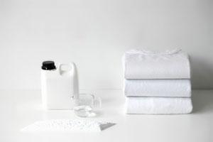 چگونه لباسهای رنگی را براقتر و لباسهای سفید را سفیدتر کنیم؟