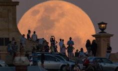 ابرماه در گوشه و کنار دنیا؛ تصاویری از ابرماه شب 24 آبان