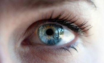 ۵ نشانه و علامت مشکلات چشمی رایج و نحوه درمان آنها