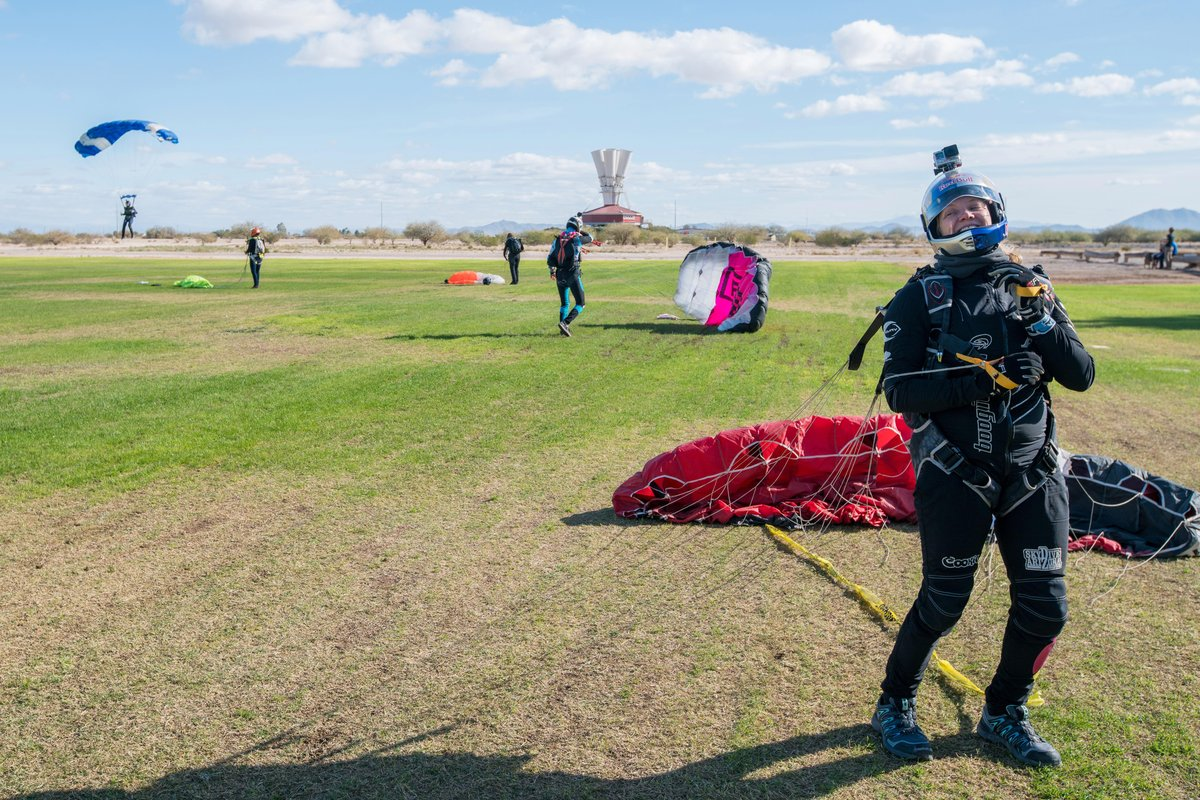 amy-chmelecki-leads-womens-vertical-world-record-skydive-in-eloy-az