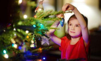 جشن سال نوی میلادی با درخت کریسمس