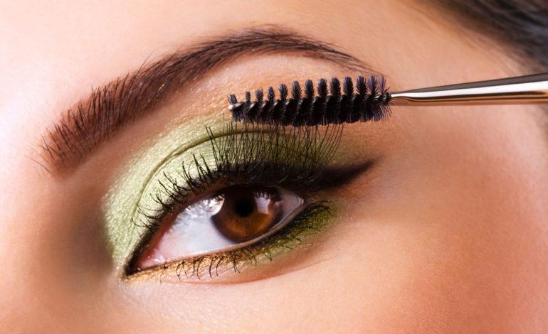 آیا آرایش چشم، به بینایی آسیب میرساند؟
