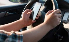 آیا صحبت با هندزفری در حین رانندگی خطرناک است؟