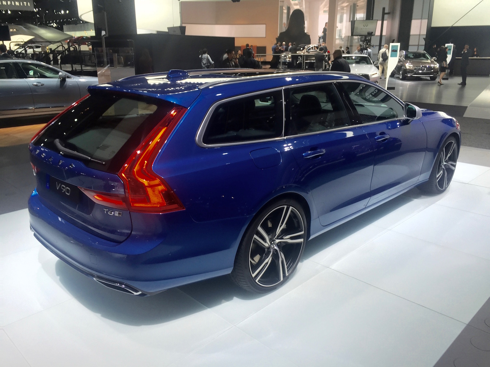۲۰۱۸-volvo-v90-rdesign-naias-2