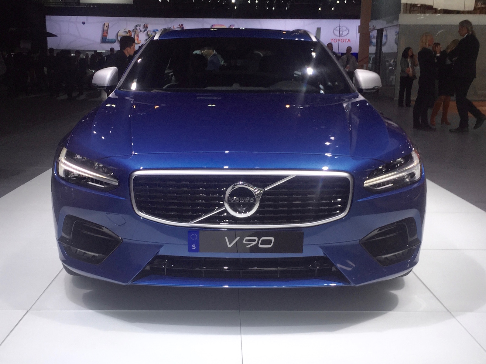 ۲۰۱۸-volvo-v90-rdesign-naias-3