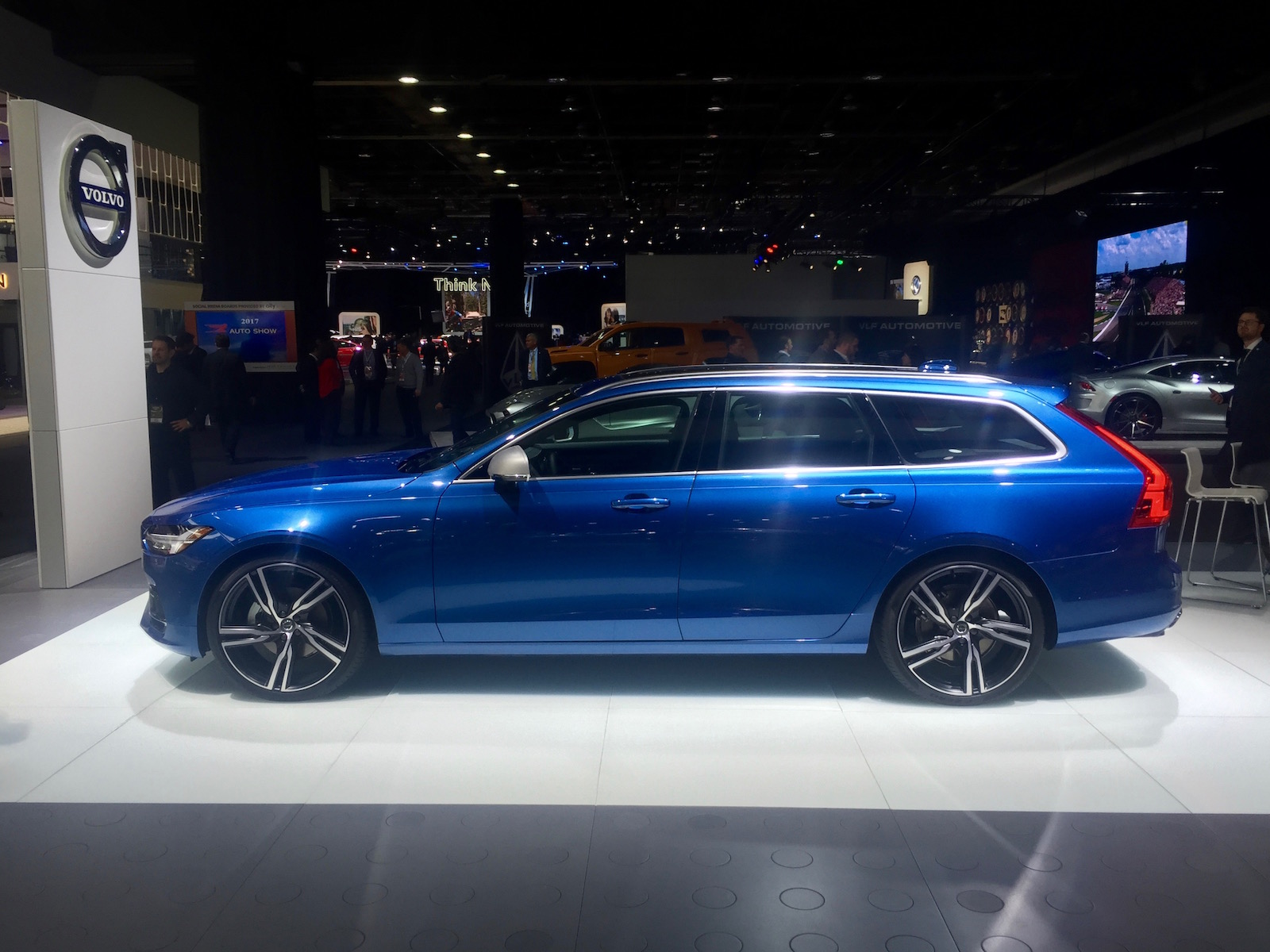 ۲۰۱۸-volvo-v90-rdesign-naias-7