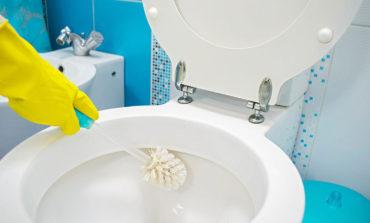 از بین بردن لکههای سمج آب از سرویس بهداشتی