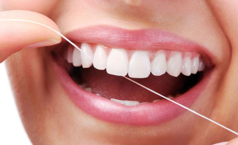 واترپیک یا نخ دندان؛ کدام بهتر است؟