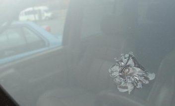 چگونه ترک شیشه جلوی خودرو را تعمیر کنیم؟