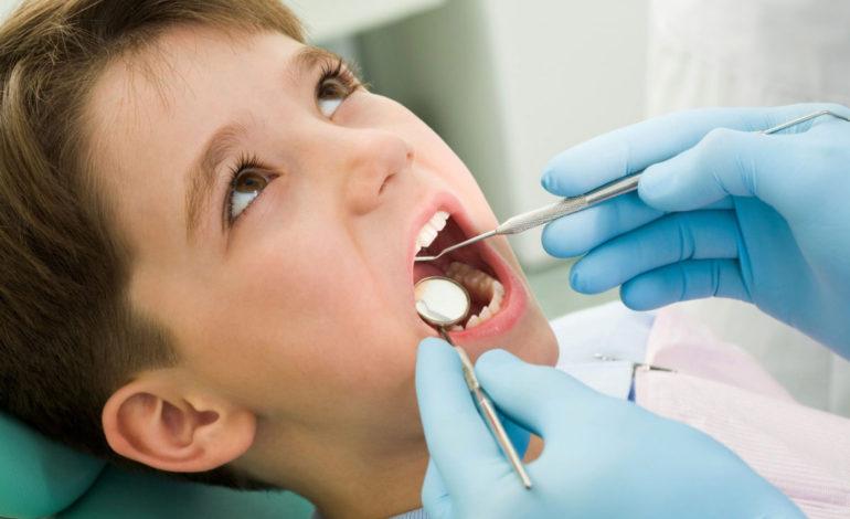 ۷ اشتباه رایج والدین در مورد دندانهای فرزندشان