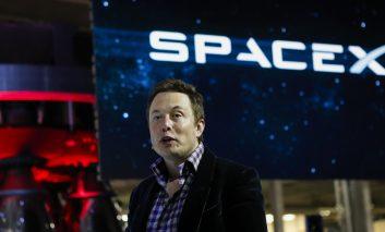 شرکت SpaceX به مدیریت Elon Musk اولین راکت قابل بازیافت تاریخ بشریت را پرتاب کرد
