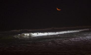 لذت موجسواری شبانه در پرو