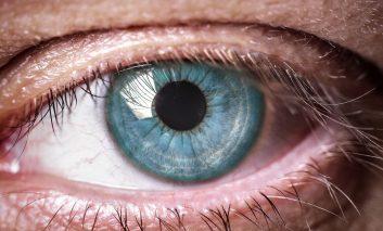 ۵ افسانه قدیمی در مورد حفاظت از چشمها که صحت علمی ندارند
