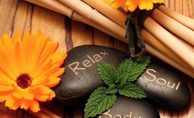 ماساژ درمانی با سنگ داغ؛ مزایا و معایب