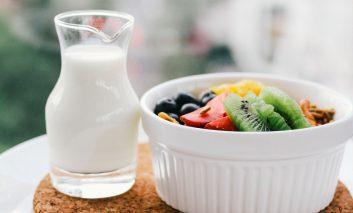 رژیم دو روزه شیر و میوه؛ راهکاری شگفتانگیز برای سمزدایی بدن