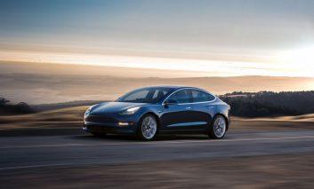 مدل ۳ شرکت تسلا: خودرویی که تمام دنیا خواهان آن هستند!