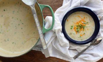 سوپ سیبزمینی و پنیر دودی