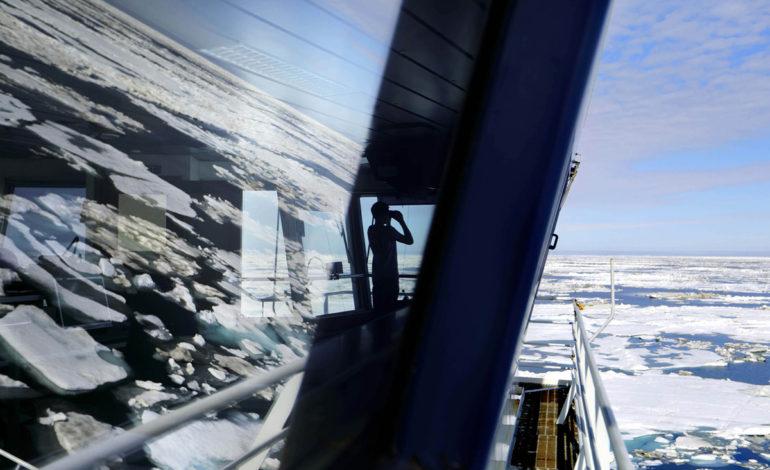 عبور رکوردشکن از گذرگاه شمالی با کشتی یخشکن!