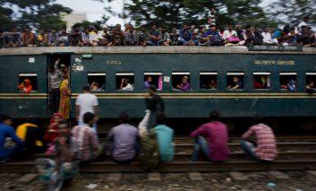 انفجار جمعیت در قطارهای بنگلادش
