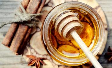 فوتوفن استفاده از ترکیب عسل و دارچین برای کاهش وزن