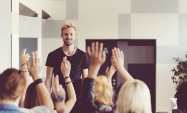 چگونه بر ترس از صحبت در جمع غلبه کنیم؟