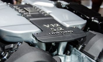 کدام موتور مدل DB11 بهتر است؟