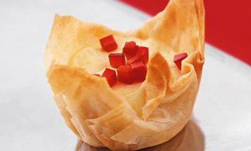 کاسههای فیلو با پنیر فتا
