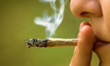چگونه ماریجوانا میتواند باعث فراموشی حافظه شود؟