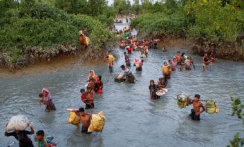 عبور پرخطر روهینگیا از رودخانه