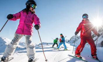 فوتوفن اسکی و اسنوبورد در تعطیلات برفی برای آماتورها و تازهکارها