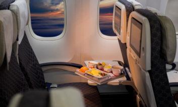 غذاهایی که نباید در هواپیما بخورید