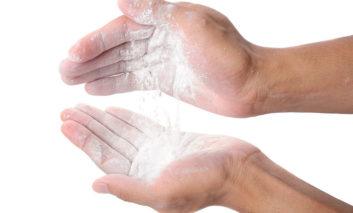 آیا دست و پاهایتان زیاد عرق میکند؟