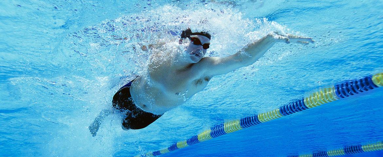 ۷ فایده ورزش در آب