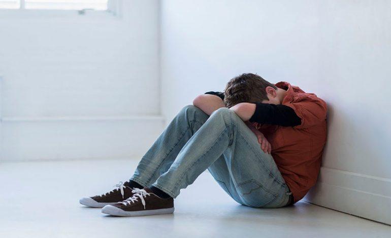 ۸ نشانه فیزیکی افسردگی که شما نمیدانید